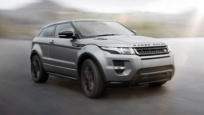 Victoria Beckham RR Evoque arrives