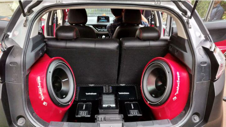 Rockford Fosgate unveils a demo car fitted with DSR1
