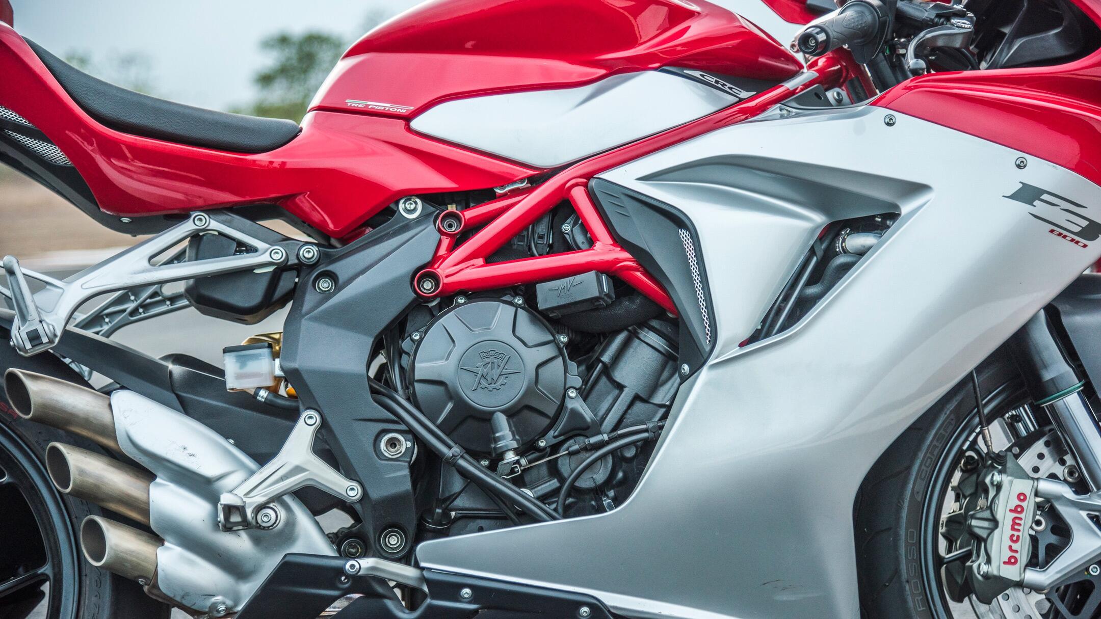 Ducati 959 Panigale vs MV Agusta F3 800
