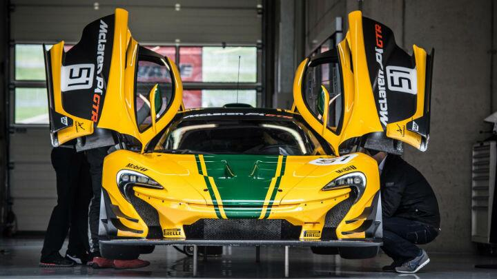 Thrashing a 986bhp McLaren P1 GTR against a helicopter