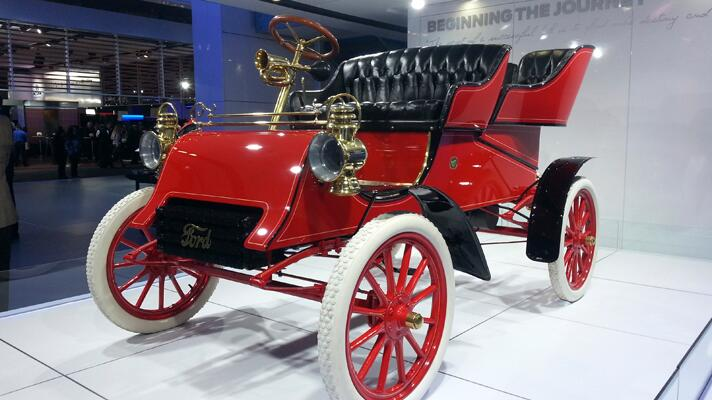 The Detroit Motor Show in 140 characters or less